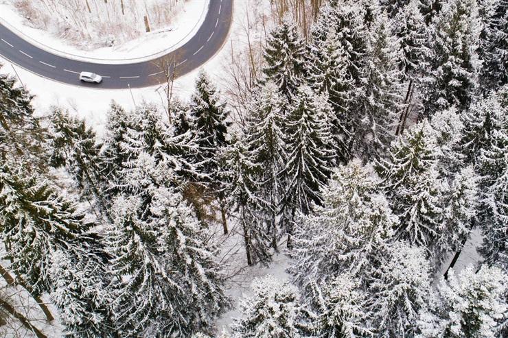 Vista aérea de una ruta rural en Alemania
