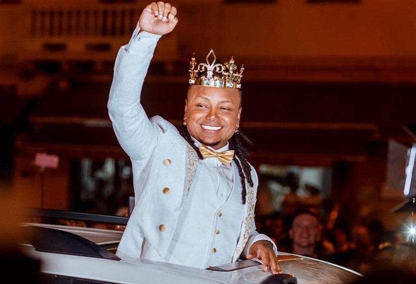 Matrimonio Mr Black : Mr black responde a críticas por usar corona en su boda