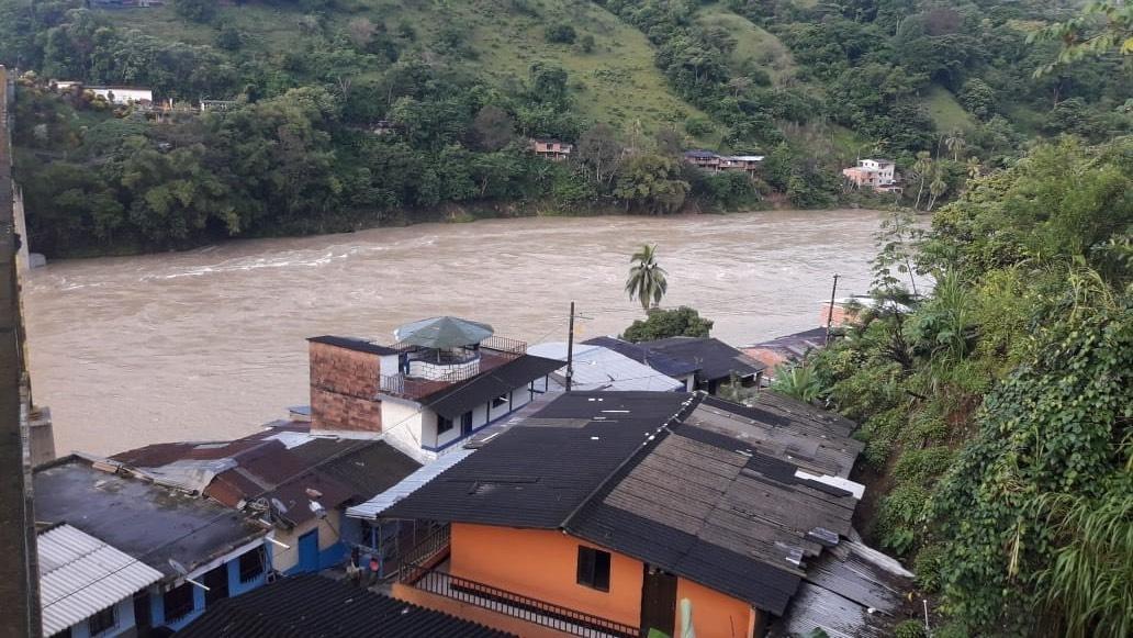 Río Cauca a su paso por Puerto Valdivia.