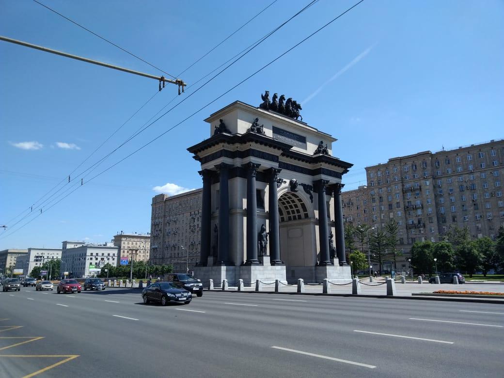 El arco del triunfo de Moscú queda en la Kutusovskiy Avenue.