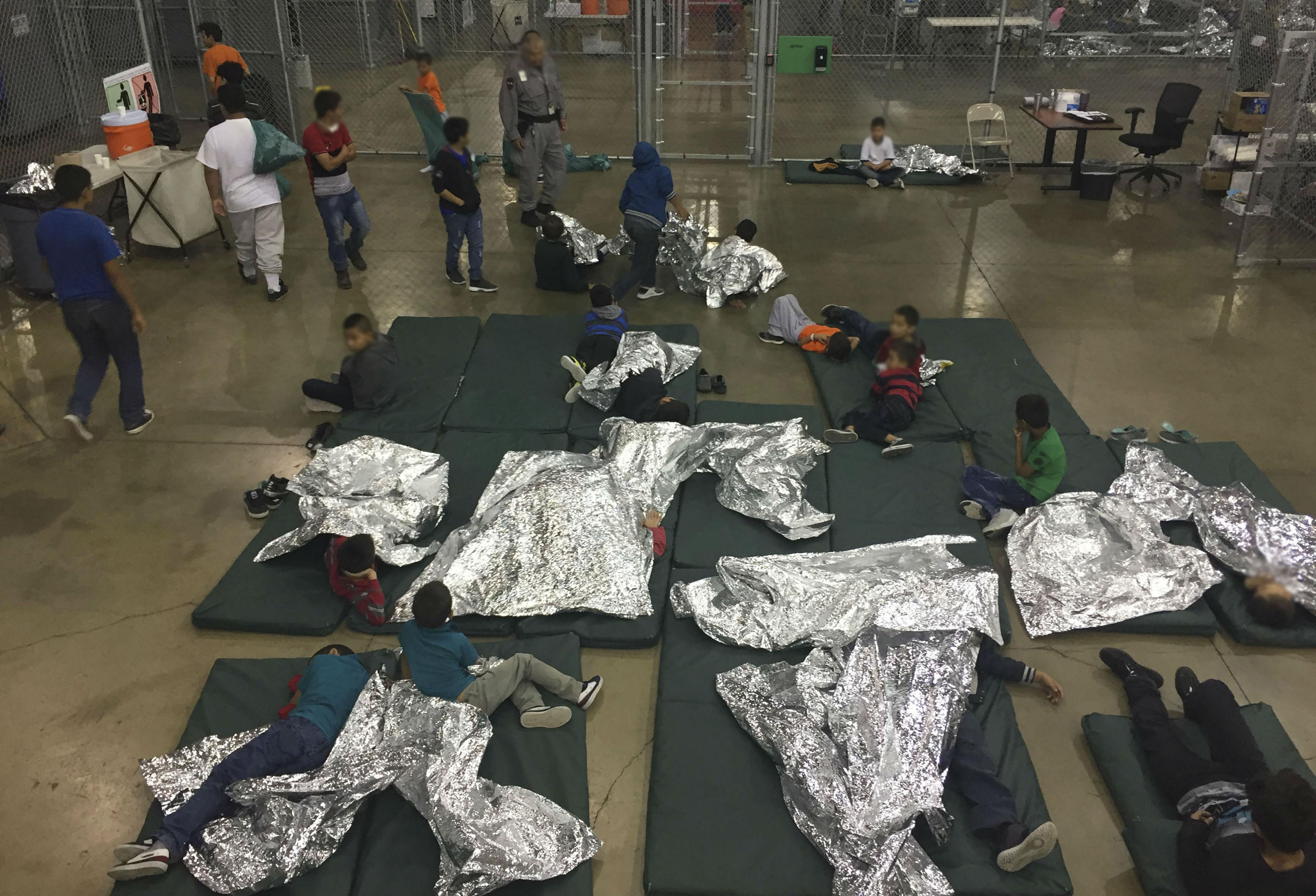 Niños migrantes separados de sus familias al ingresar a Estados Unidos
