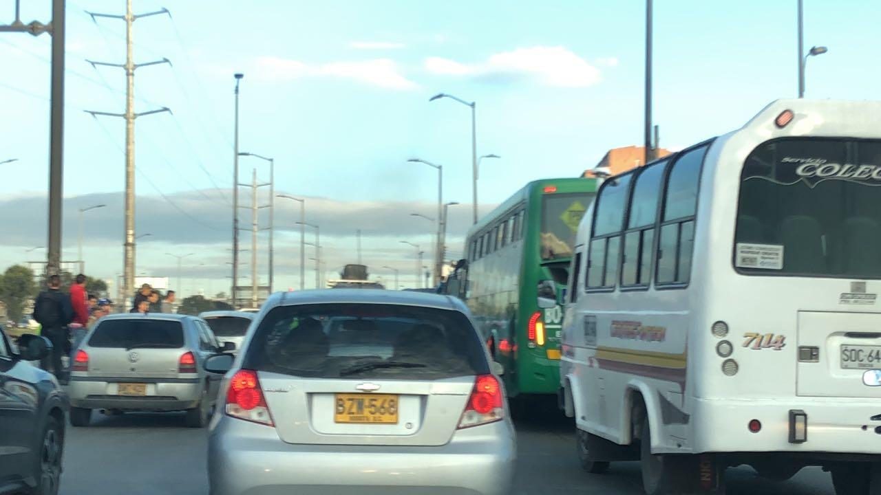 Congestión vehicular en la Autopista Sur de Bogotá por el puente festivo