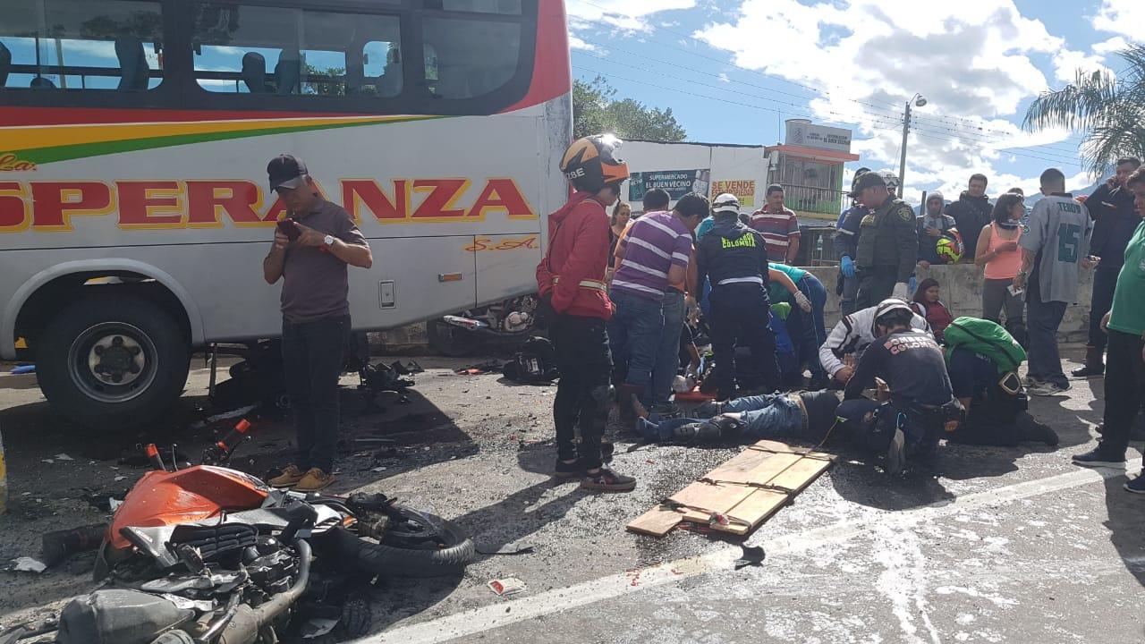 Varias motociclistas se vieron afectados.