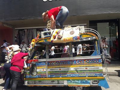 Desfile de Chivas y Flores en Medellín.