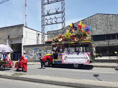 Desfile Chivas y Flores.