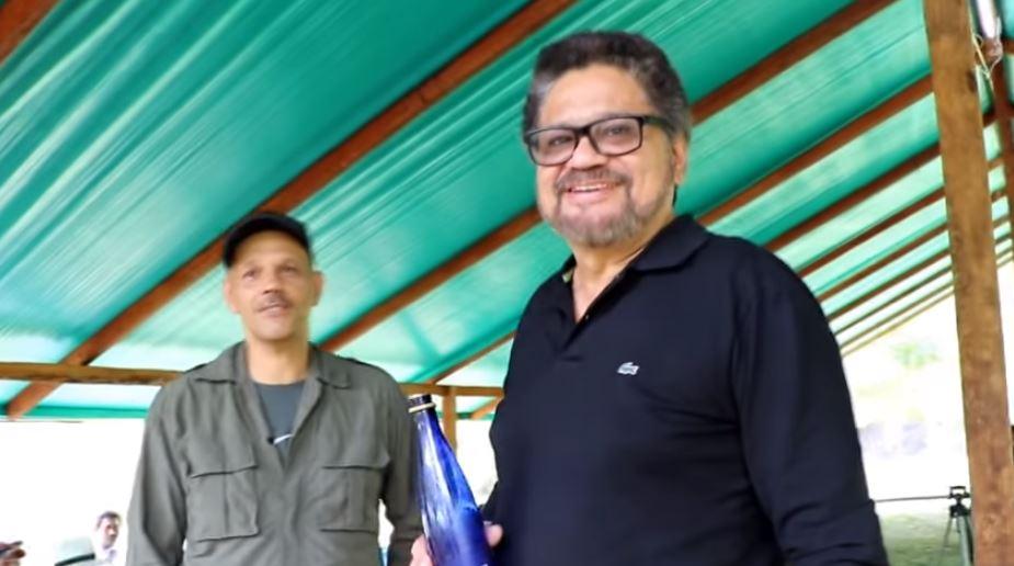 El Paisa (izq.) e Iván Márquez, en la zona de Miravalle (Caquetá)