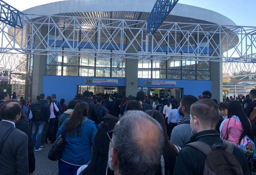 Largas filas para ingresar al Portal 80