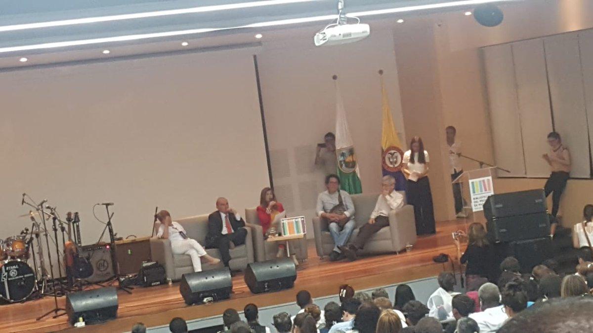 Inauguración de la Biblioteca del Proceso de Paz en Medellín.