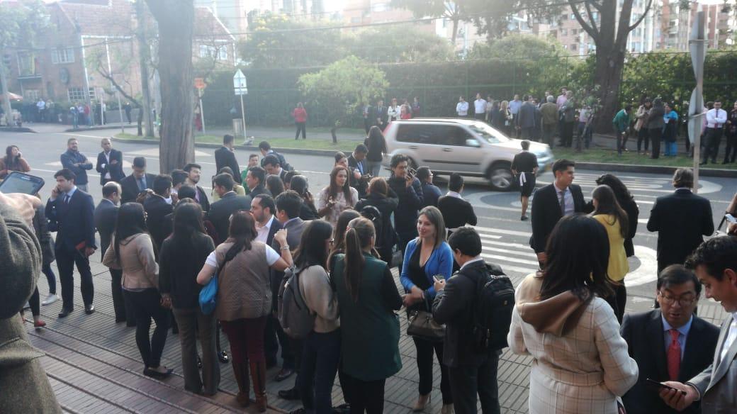 Evacuación edificio de Asobancaria en Bogotá