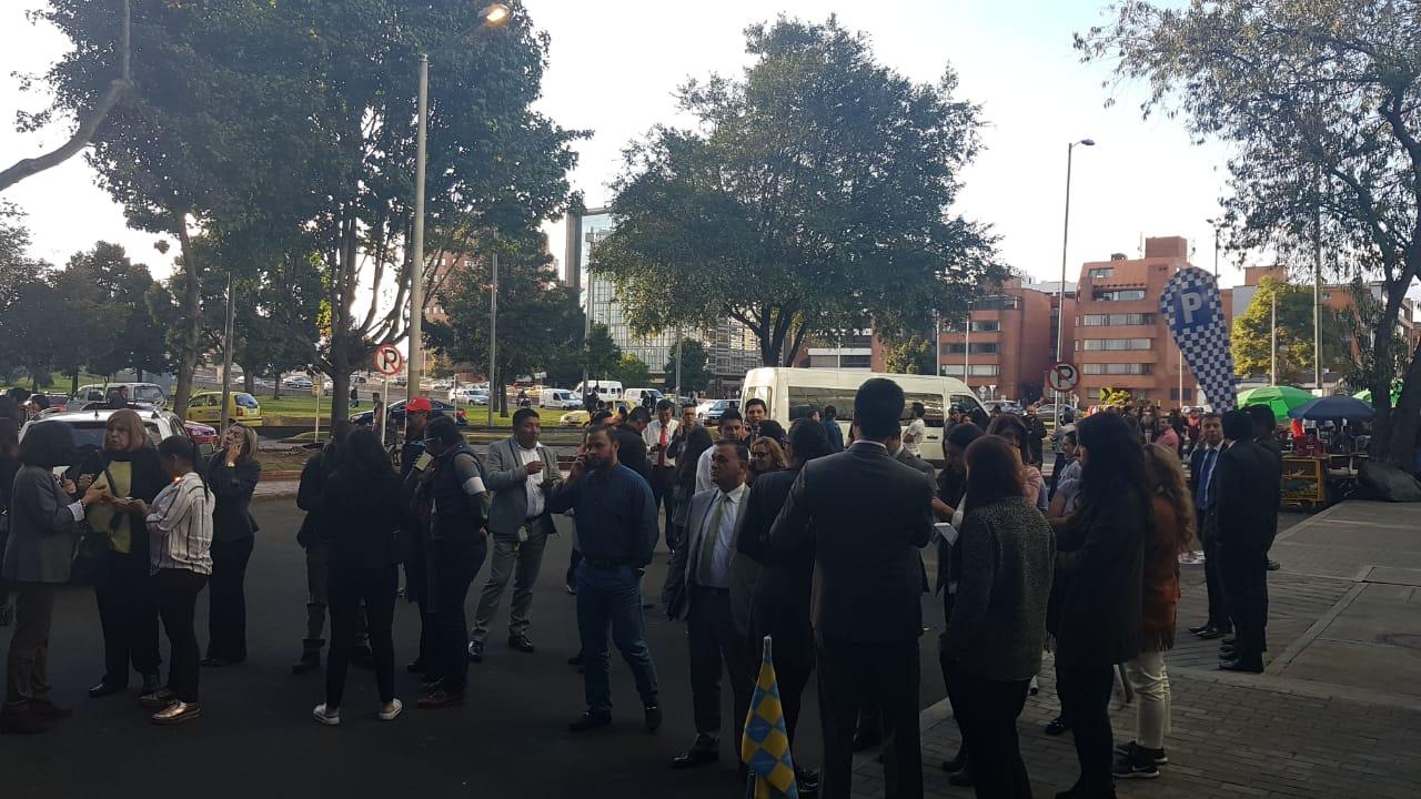 Evacuación preventiva de oficinas al norte de Bogotá