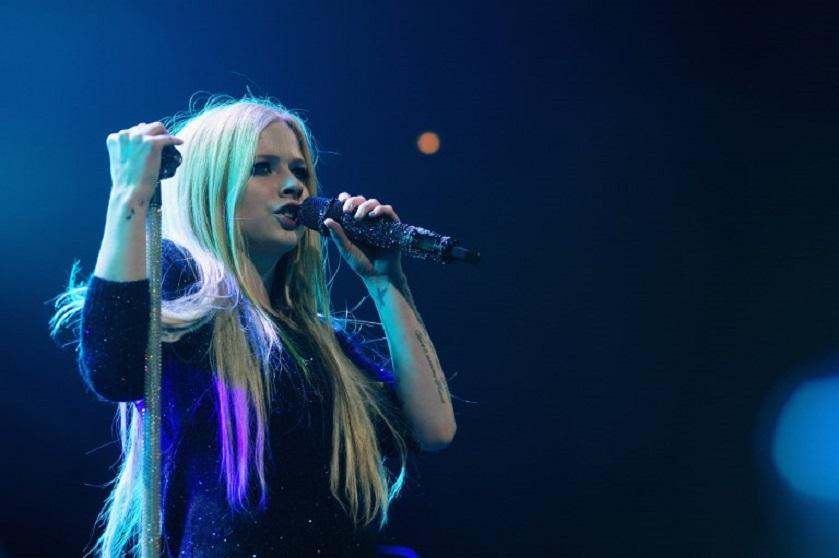 Avril Lavigne causa sensación en TikTok: no le pasan los años | RCN Radio