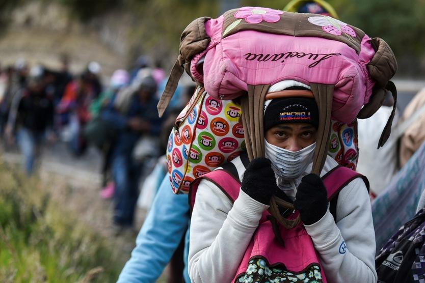 Migrantes venezolanos caminando entre Colombia y Ecuador.