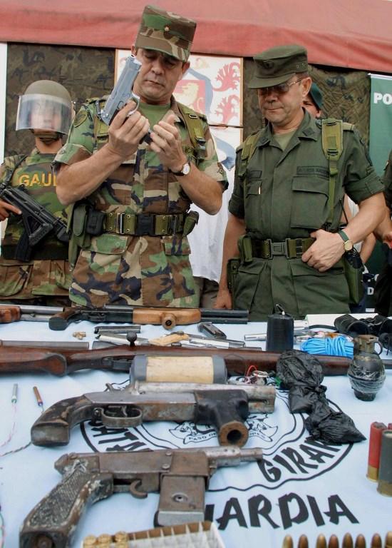 Los generales (r) Mario Montoya y Leonardo Gallego Castrillón, en su momento al frente de la Operación Orión