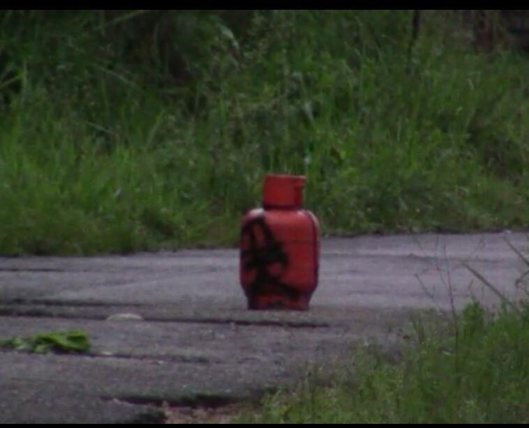 Autoridades mantienen acordonada la zona por la aparición del artefacto explosivo