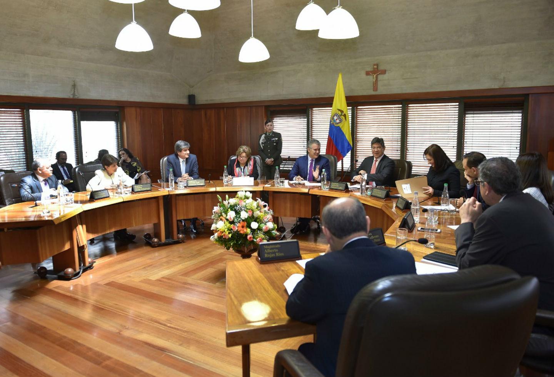 El presidente Iván Duque junto a las Cortes.