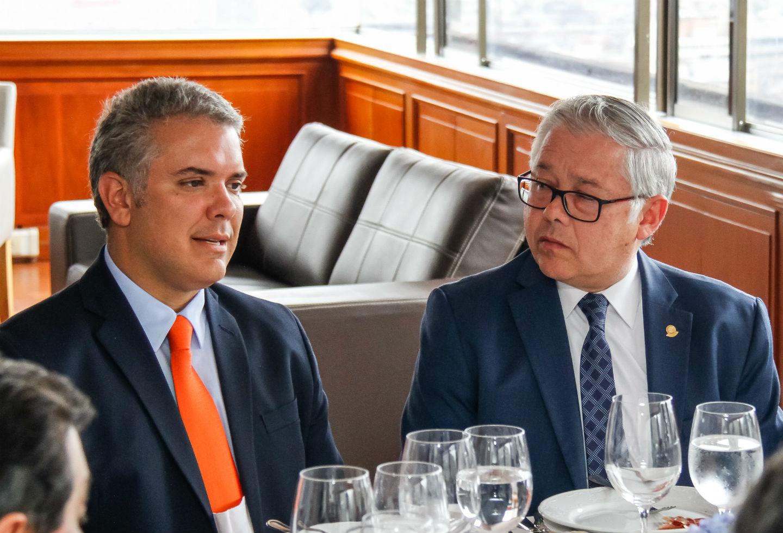 El presidente Iván Duque junto a José Luis Barceló.