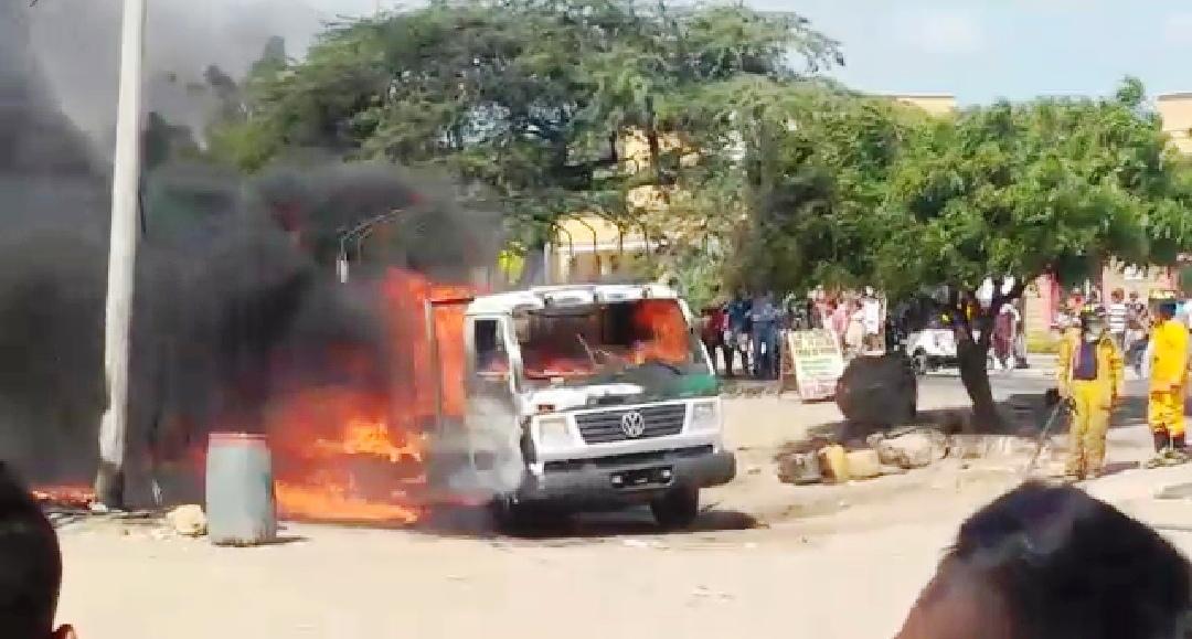 Patrulla de la Policía quemada por contrabandistas de combustibles