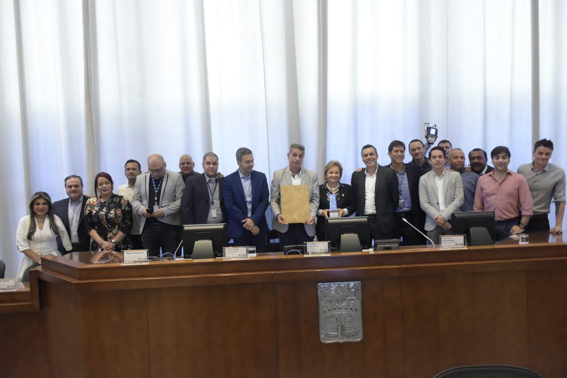 Concejales de Medellín y funcionarios de RCN Radio.