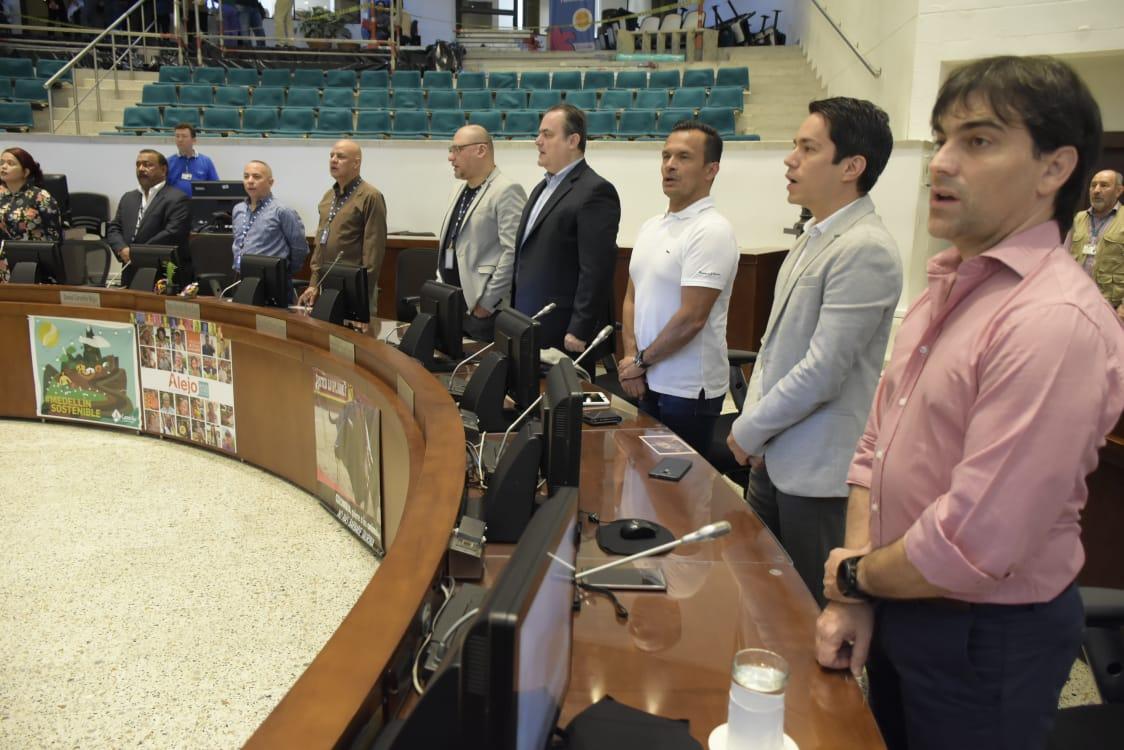 Equipo de RCN Radio en el Concejo de Medellín.
