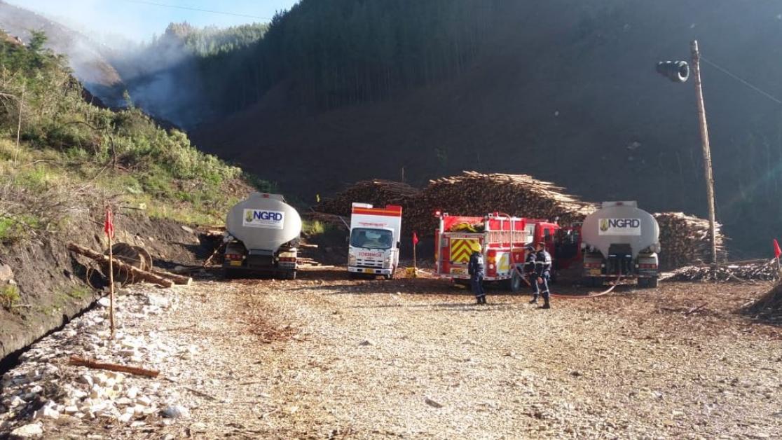 Autoridades de gestión del riesgo atienden emergencia por incendio forestal en Cómbita (Boyacá)