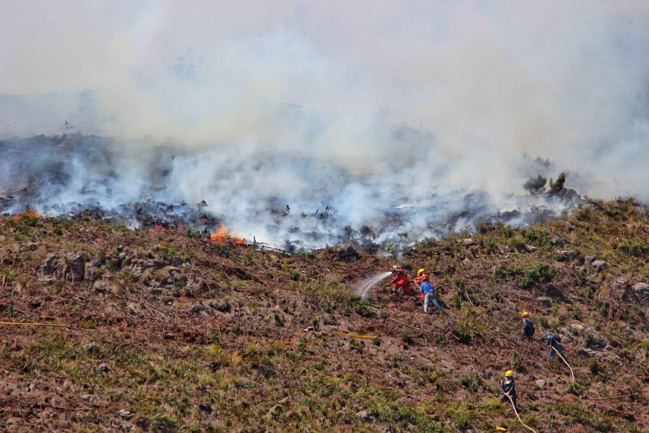 El incendio sigue activo en Cómbita (Boyacá)