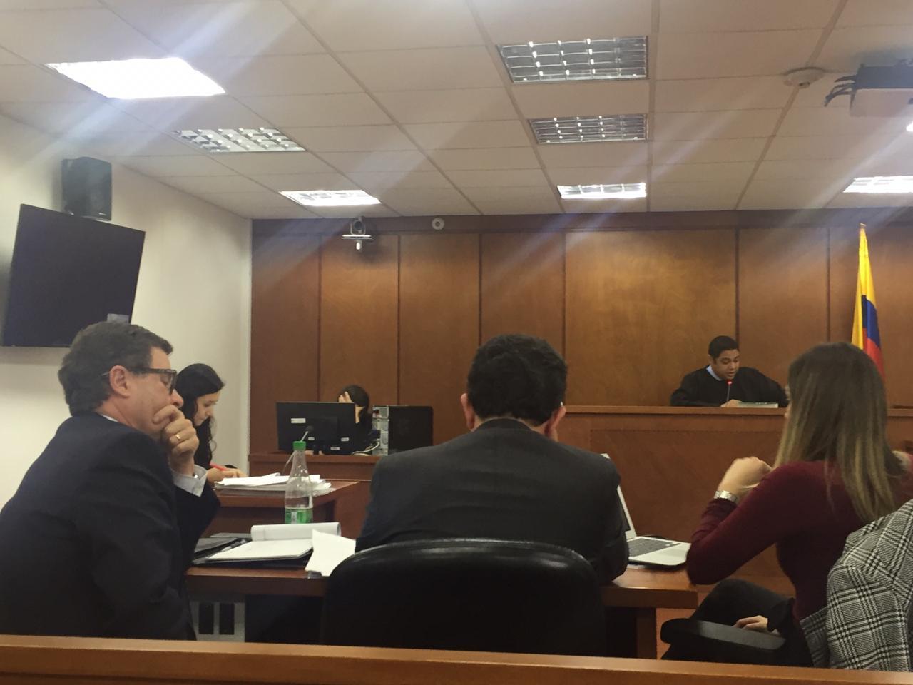 Luis Fernando Andrade (izq.), durante audiencia preparatoria del juicio