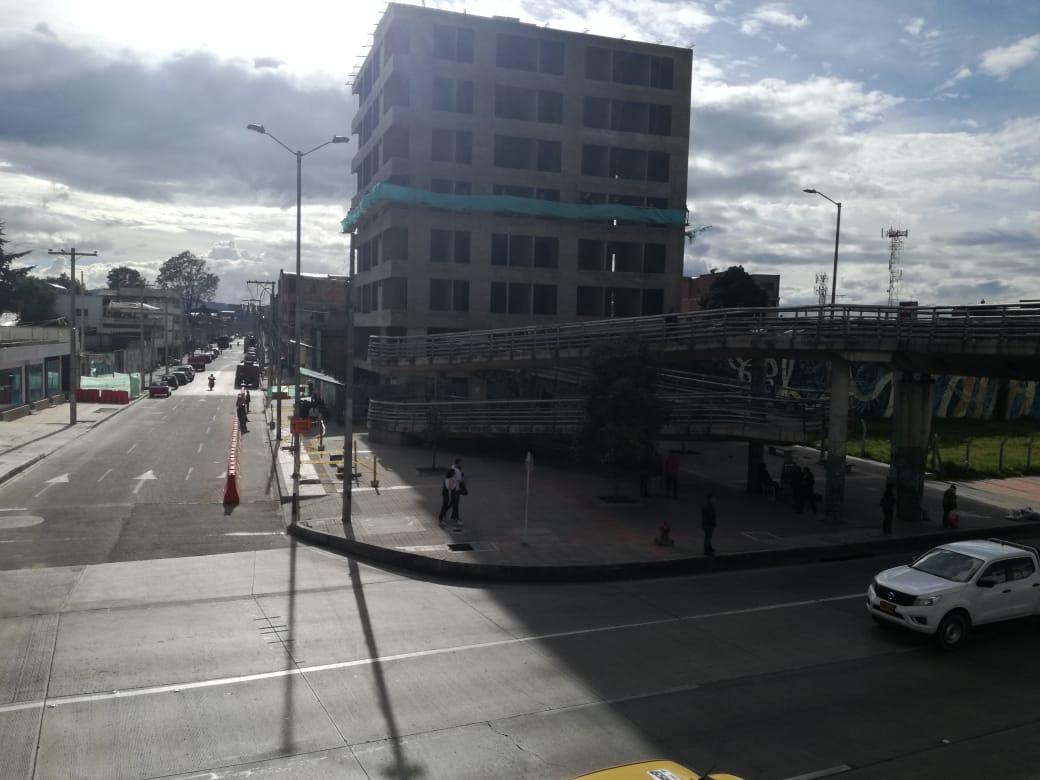 Salida sur del puente peatonal de la estación Centro Memoria.