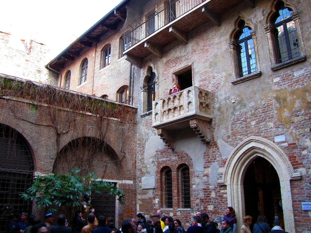 El balcón de Julieta, Italia