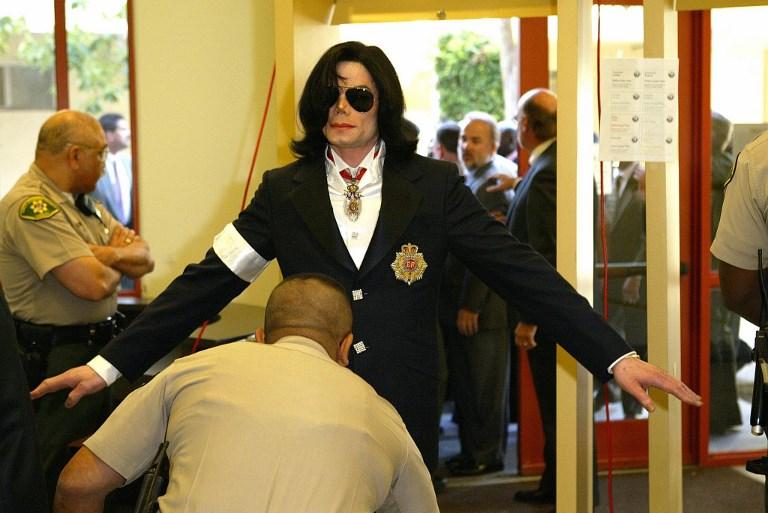 Michael Jackson ante la Corte de California en 2004