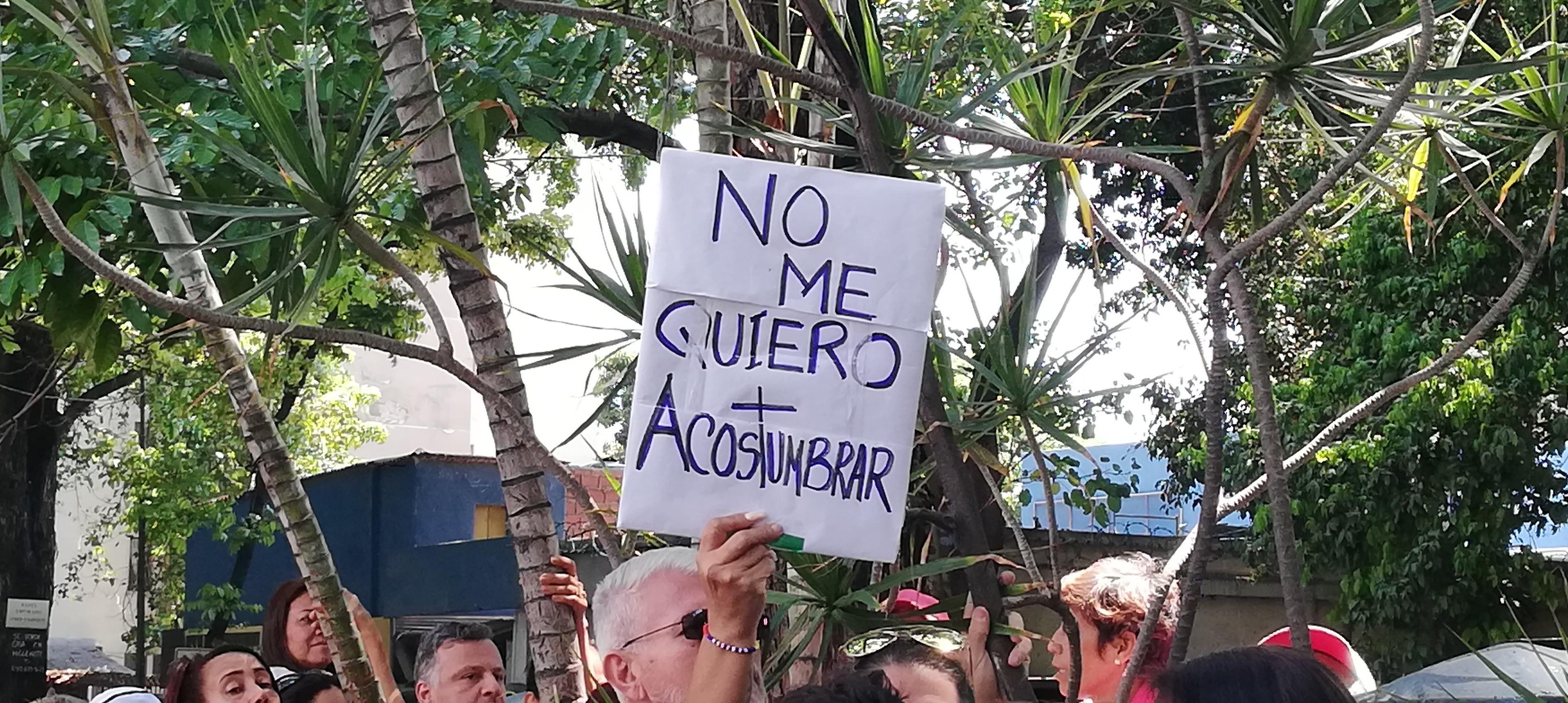 En pancartas demuestran su descontento