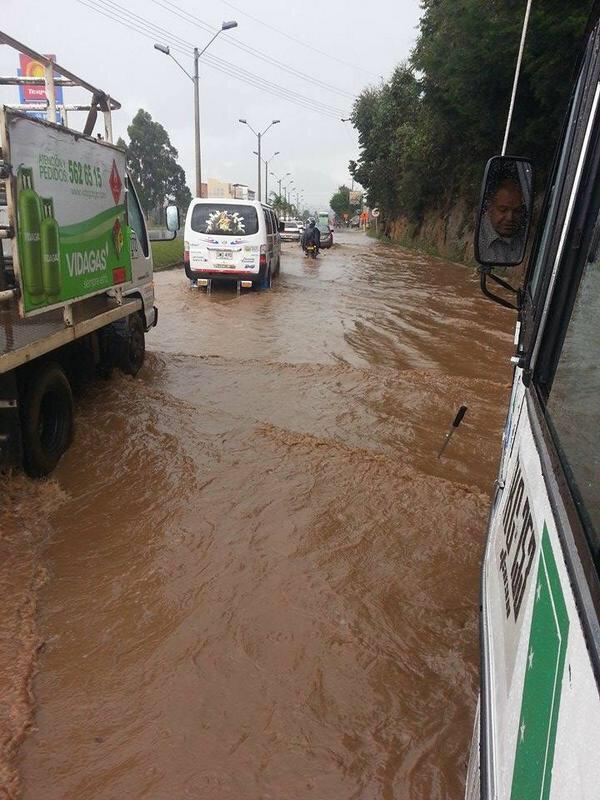 Inundaciones y daños por fuerte aguacero en Marinilla, Antioquia