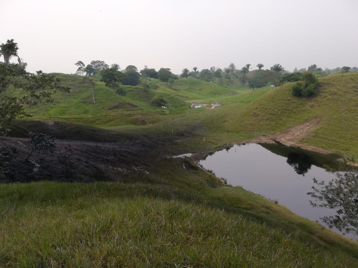 Así quedó el reservorio de agua para ganado en Puerto Boyacá, tras el derrame