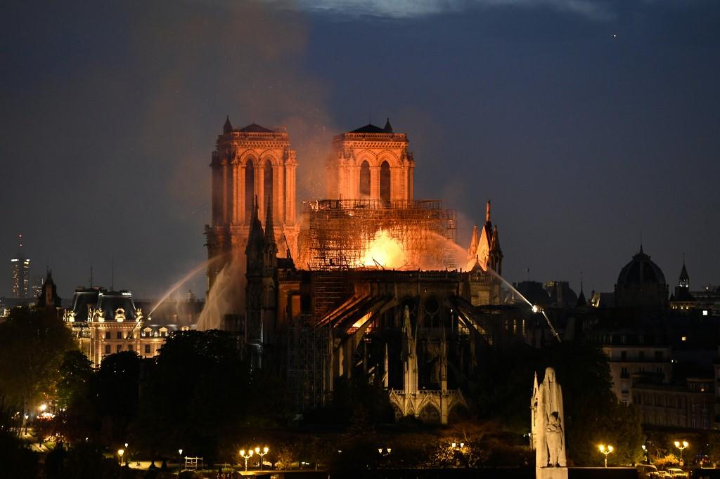La Catedral de Notre-Dame en llamas