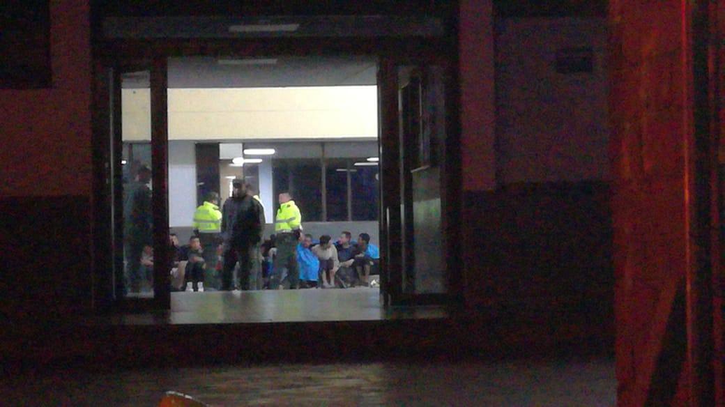 Conteo de reclusos al interior de la estación de Policía.