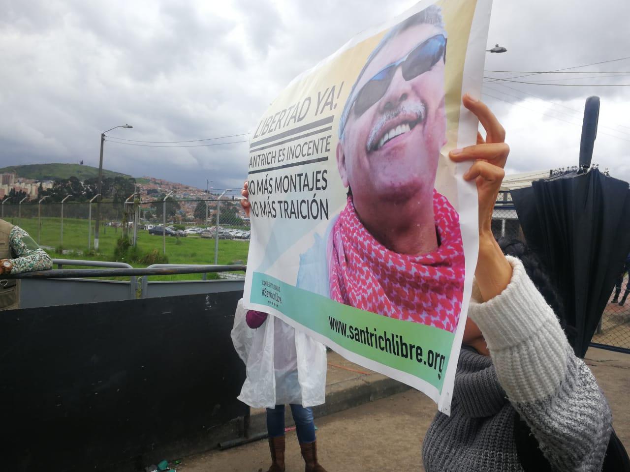 Manifestantes exigen libertad de Jesús Santrich, en La Picota