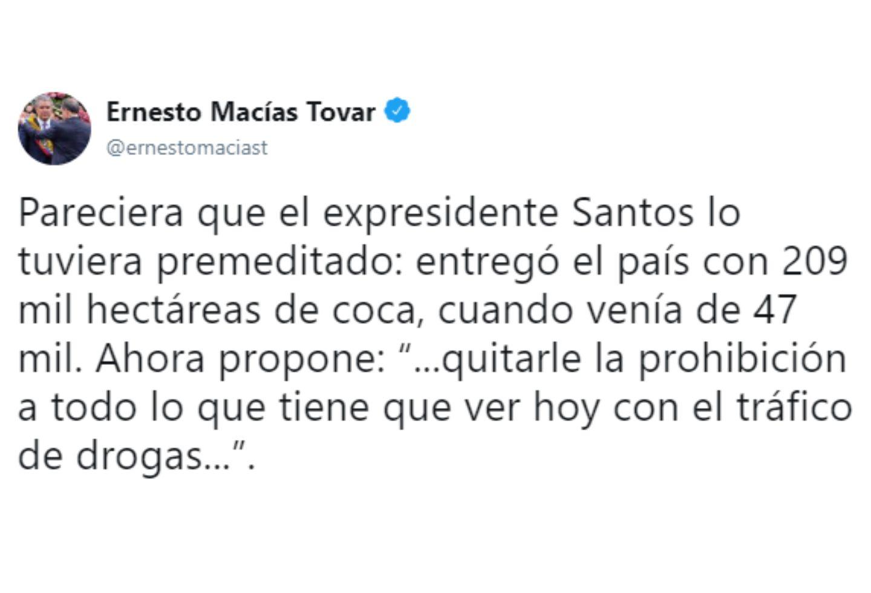 El trino de Ernesto Macías contra Juan Manuel Santos.