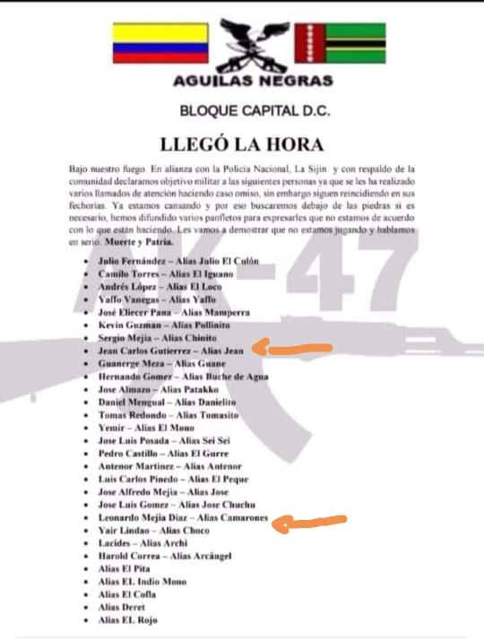 En este panfleto se encuentran los nombres de quienes fueron asesinados