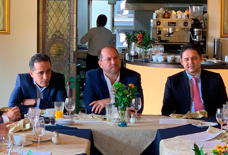 La nueva mesa directiva del Senado en reunión con la bancada del Partido Liberal