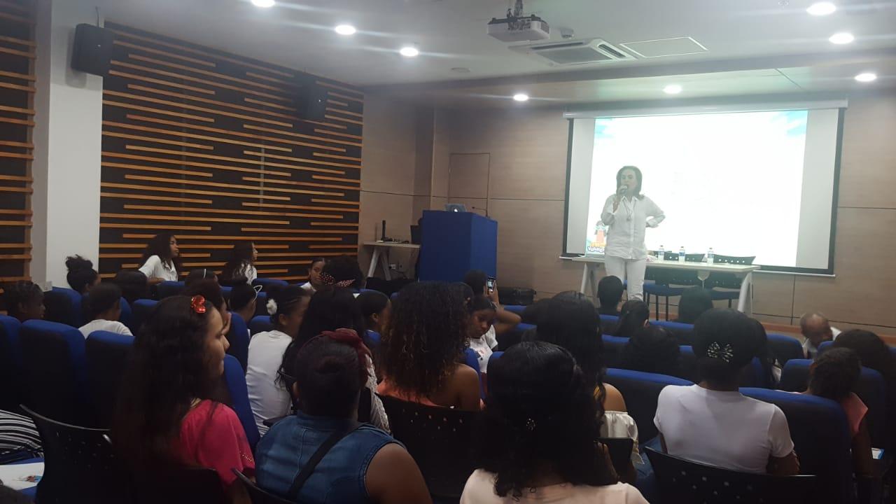 La también asesora de la Vicepresidencia de la República, fue invitada por la Fundación Julie Zurek de Ardila, para ofrecer una charla dirigida a niñas y mujeres en Cartagena.