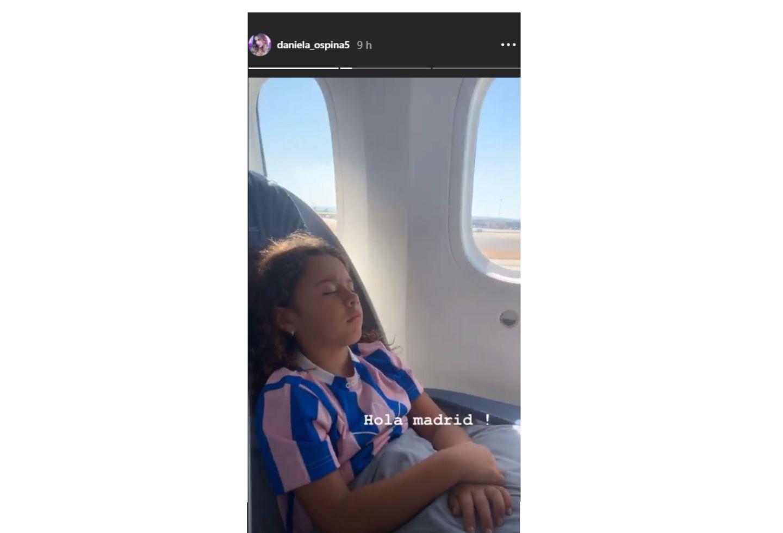 Esta foto de Daniela a Salomé levantó los rumores sobre la posibilidad de que se haya visto con el jugador en España.