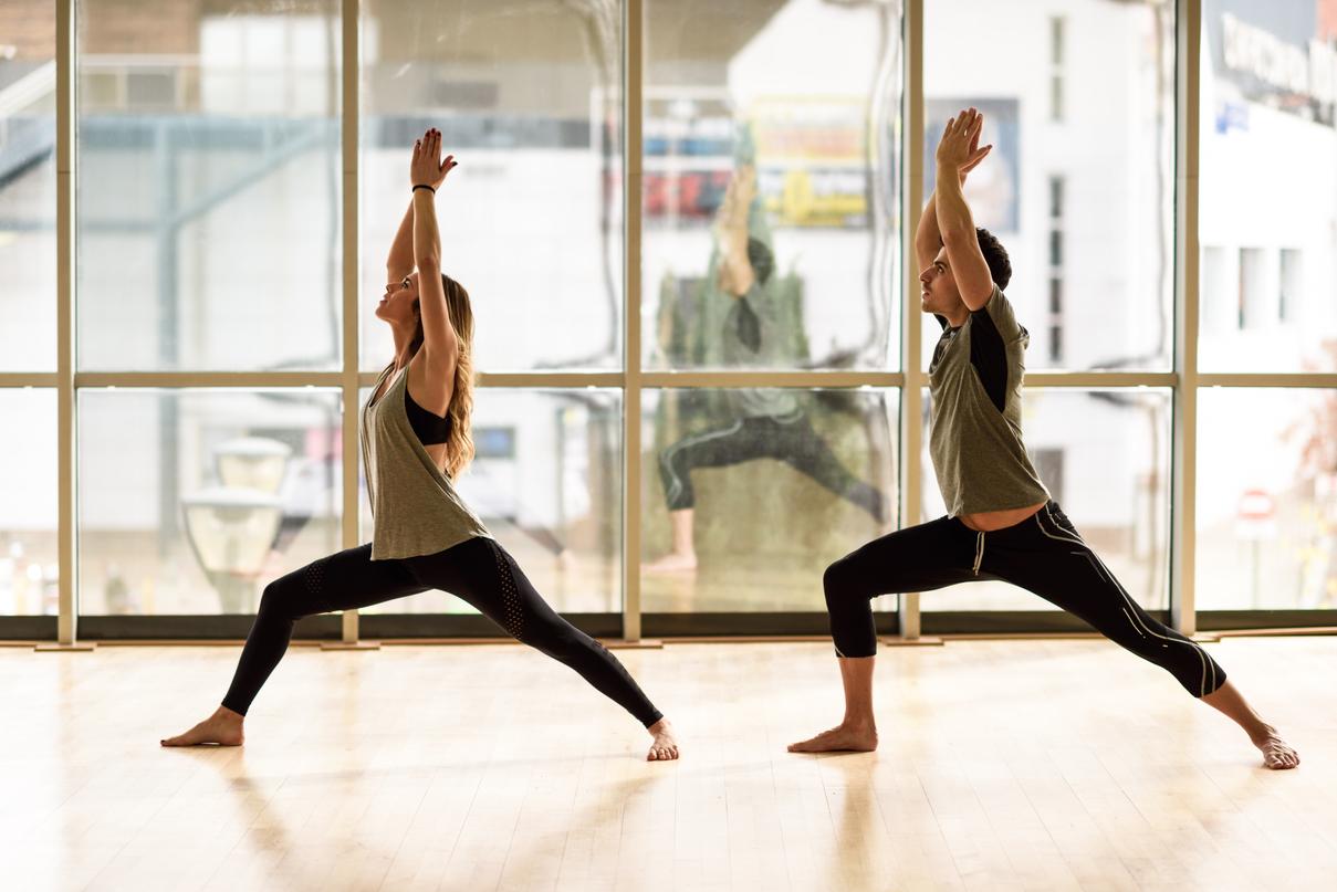 Personas haciendo ejercicio - Condición física - Gimnasio