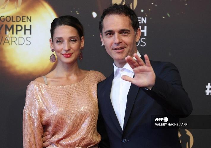 Pedro Alonso y su novia