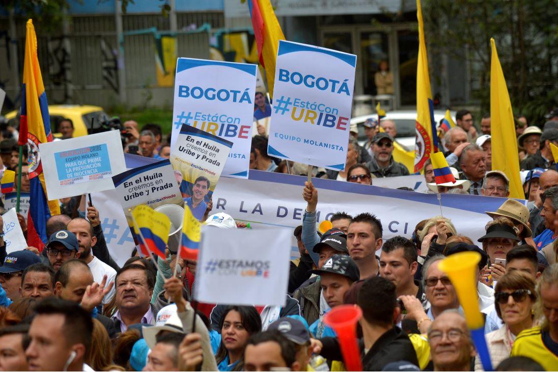 Manifestación en le Parque Nacional en favor de Álvaro Uribe