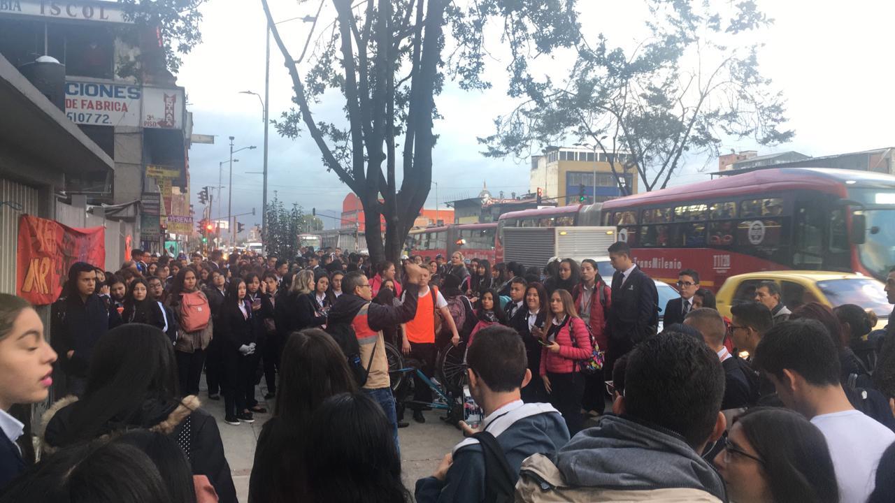 Concentración de estudiantes del Sena, en el centro de Bogotá