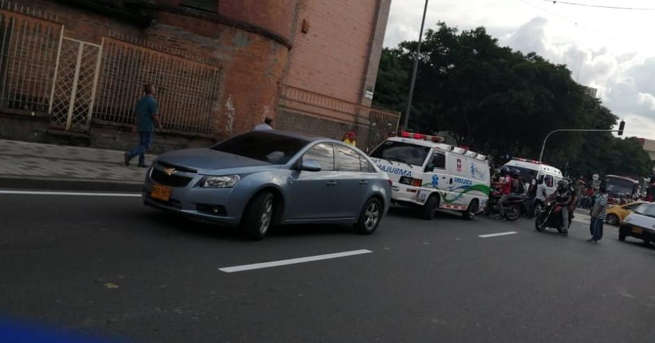 Muere motociclista tras ser arrollado por una ambulancia en Armenia - RCN Radio