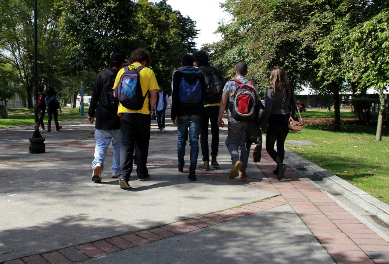 Estudiantes en sede de la Universidad Nacional