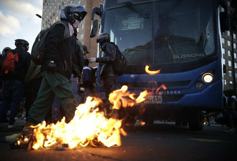 Vándalos en protestas en Bogotá