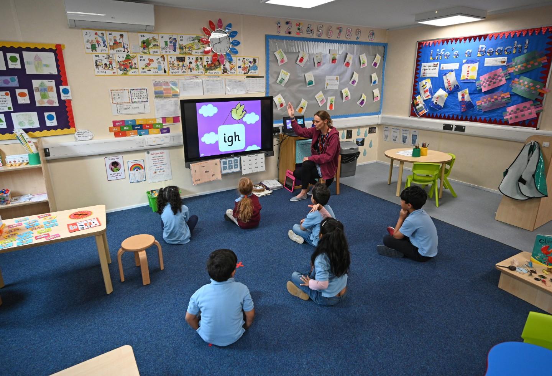 Colegios en Reino Unido / Regreso de niños a colegios