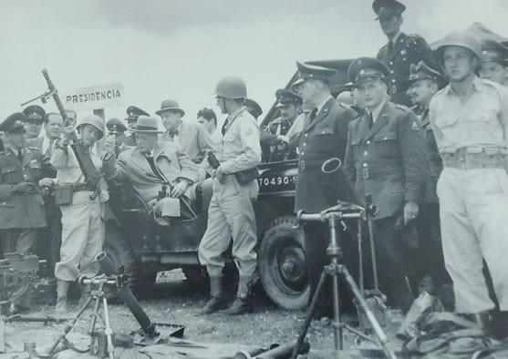 Presidente Laureano Gómez con Batallón Colombia que fue a Corea