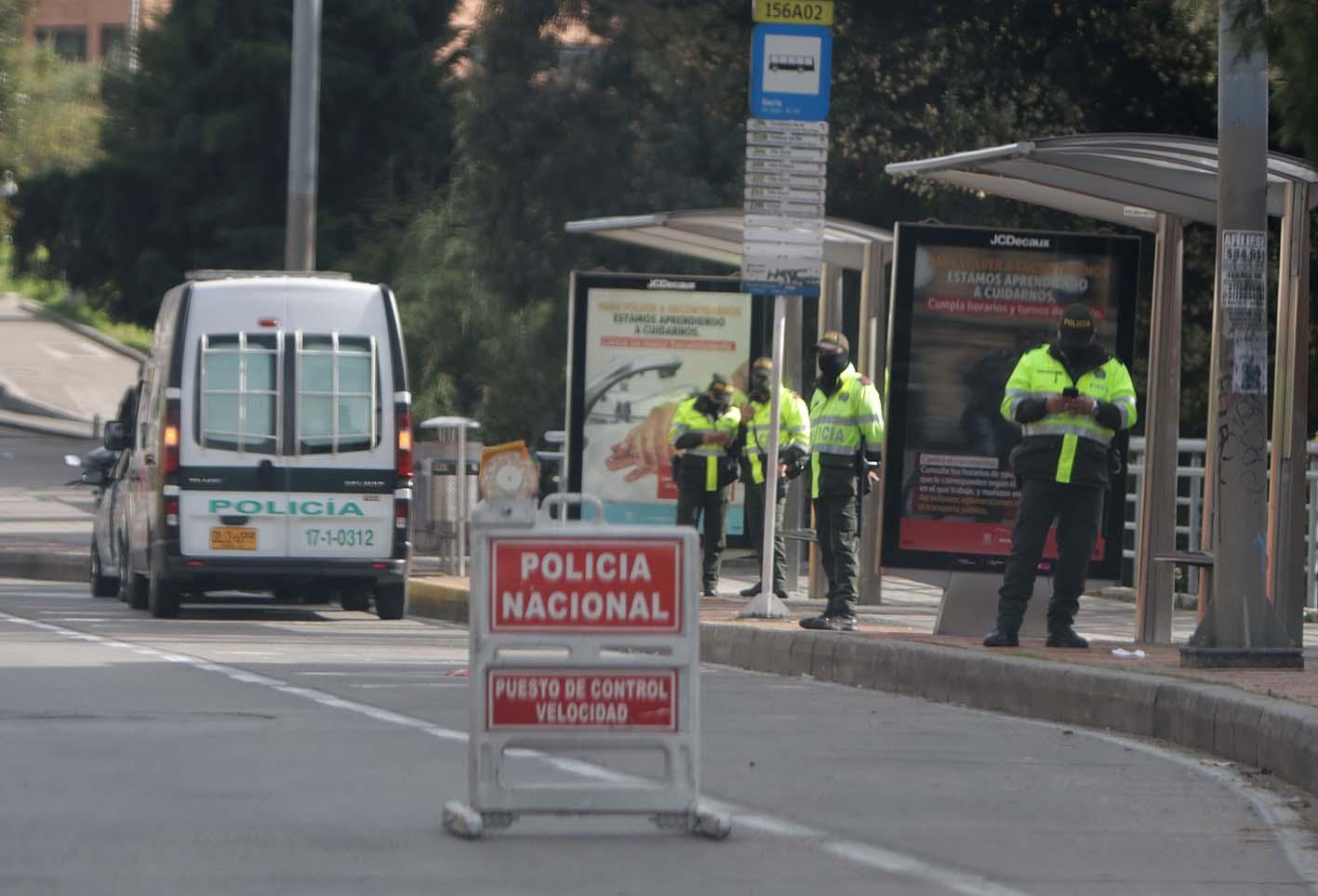 Toque de queda en Bogotá: Van más de 230 comparendos en primeras horas | RCN Radio